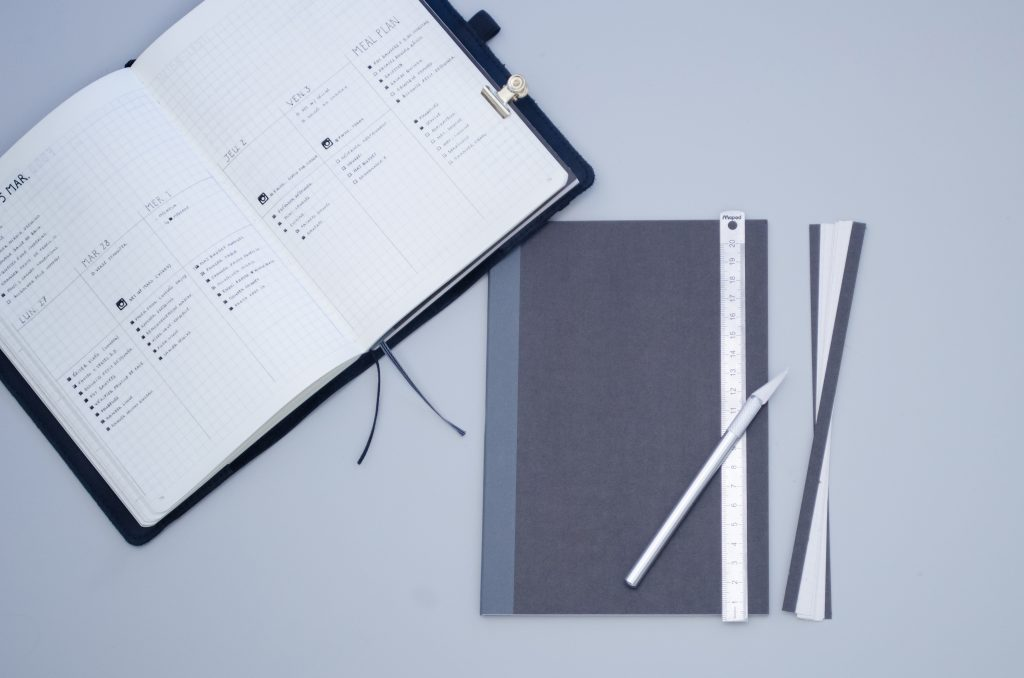 carnet séparé avec un bullet journal