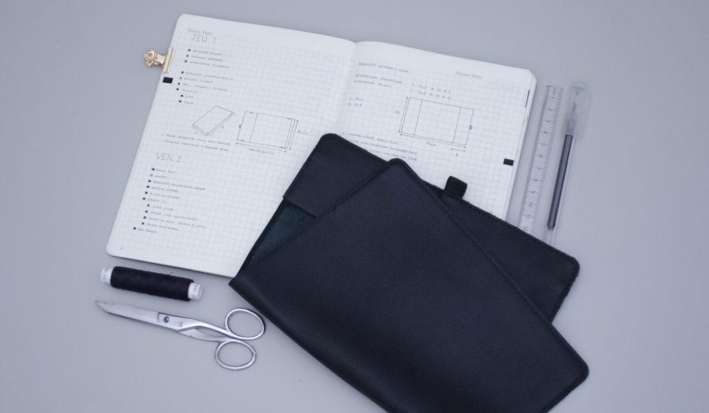 conception d'une couverture de carnet en cuir pour mon bullet journal