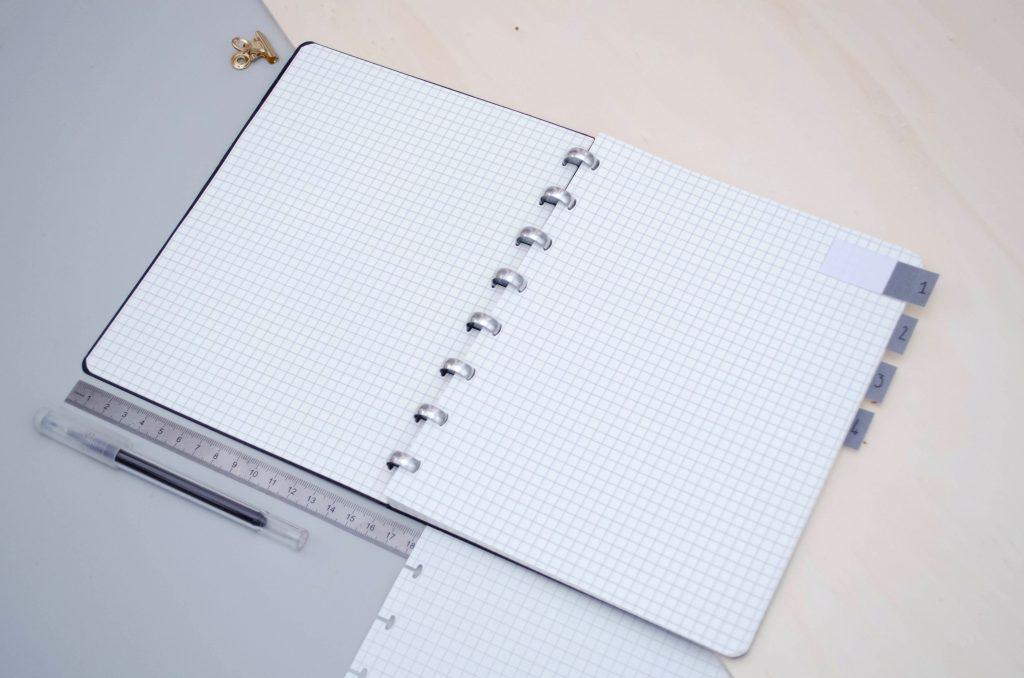 Carnet Atoma à carreaux pour notes de réunion et séances de travail