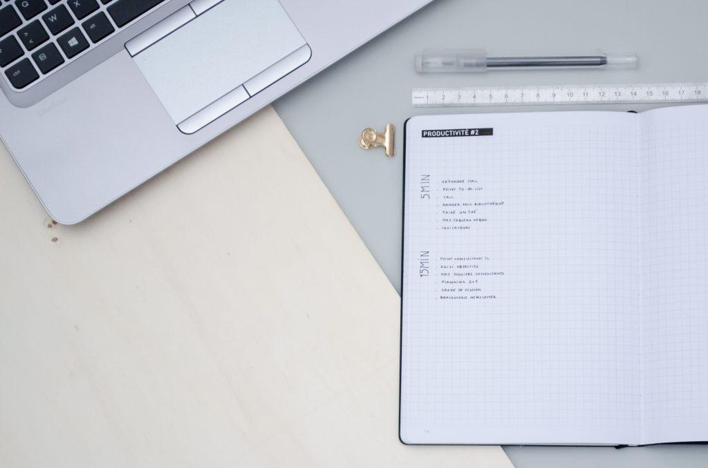 Bullet journal minimaliste et productivité au travail