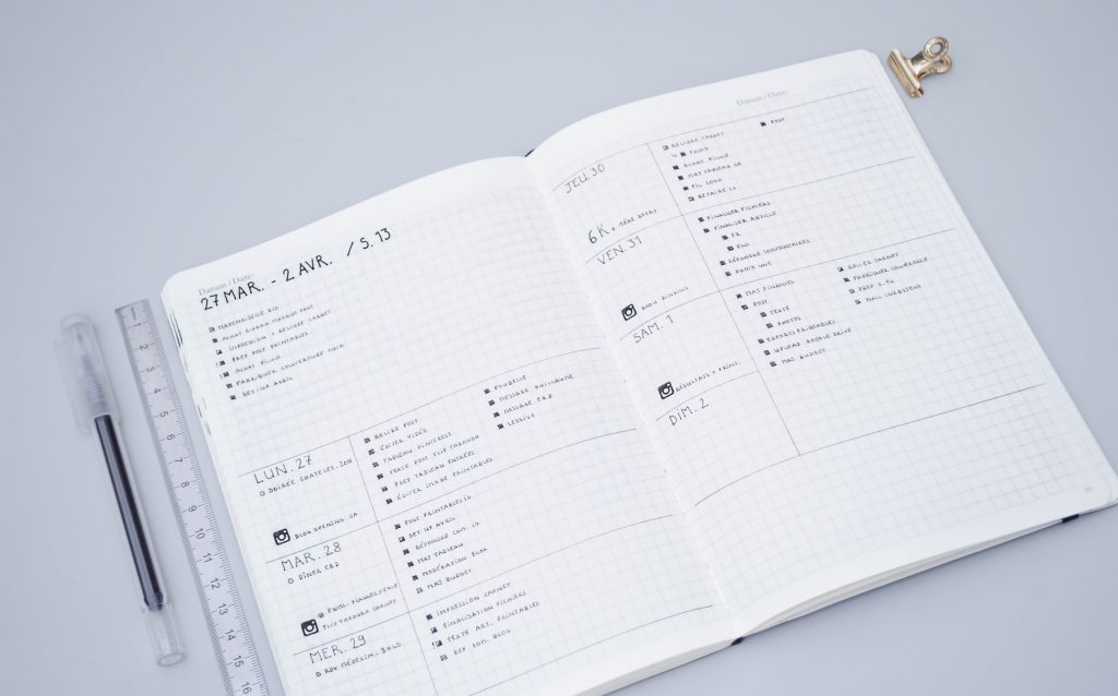 minimal bullet journal horizontal weekly layout